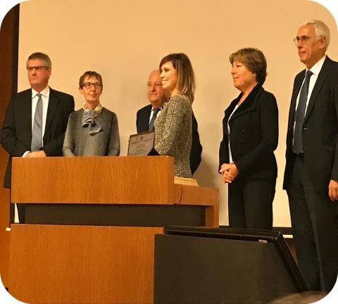 Madame Nelly Saenen (au centre sur la photo) est la lauréate du prix dr. Monique Govaerts.