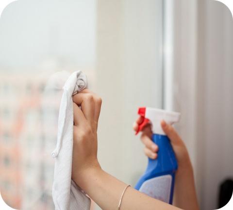 Dans la lutte contre le coronavirus, les gens se sont plus que jamais tournés vers les produits désinfectants et nettoyants.