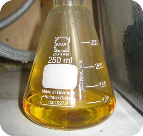 L'acide nitrique est un acide fort, irritant ou corrosif en fonction de sa concentration.