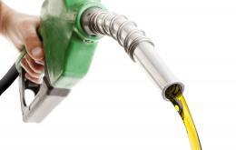 L'ingestion d'une petite quantité de produit pétrolier comme l'essence ou le diesel n'est pas très dangereux.