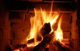 La combustion incomplète d'un combustible comme le bois dégage du CO.