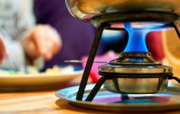 Préférez une pâte combustible au méthanol pour votre appareil à fondue.