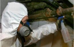 Mieux vaut considérer les matériaux suspects comme étant de l'asbeste jusqu'à preuve du contraire.