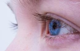 C'est surtout chez les enfants que le risque d'éclaboussures dans les yeux est le plus grand.