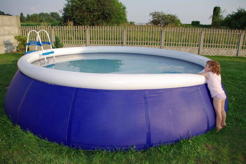 Wat moet ik doen als ik bij het onderhoud van het zwembad for Allergie chlore piscine symptomes